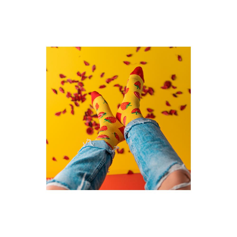 """Moterų kojinės """"Braškės"""" 4"""